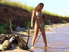 Free Porn Hottie In A Bikini Playing At The Lake And Stripping
