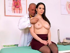 Free Porn Nekane's Tight Chest