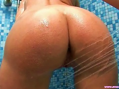 Free Porn Busty  Mika Finger-fucks Her Pussy In The Bathroom