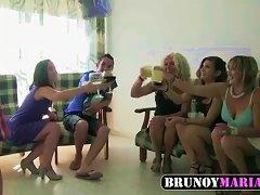 Free Porn Maria, Otra Madura Y Dos Teens Follamos A Dos Jovencitos