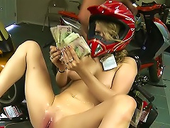 Free Porn Young Slut Paid To Fuck In Bike Shop