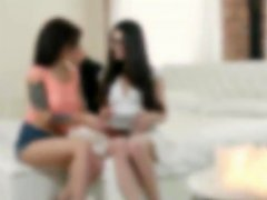 Free Porn Raunchy Freshmore Girls Threesome Sex