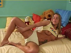 Free Porn Tattooed And Cute Teen Goes Wild Masturbating Warmly Using A Toy In A Solo Clip