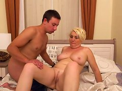 Free Porn Curvy Mature Mother Suck N Fuck Young Guy