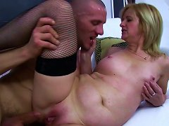 Free Porn Old & Young - Sexy Mom And Young Lover