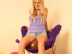 Free Porn Hot Teen Girl Is Having Much Fun With Toy Balloons