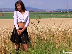 Free Porn Sexy Chick Gets Naked In A Field And Diddles Her Clit