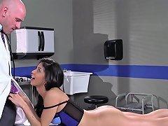 Free Porn Veronica Rodriguez Fucks Her Doctor Brazzers