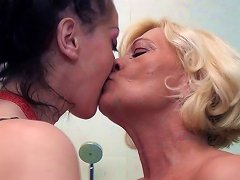 Free Porn Feet And Pee Loving Old And Young Lesbian Bath Nymphos
