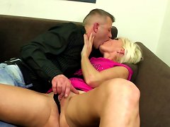 Free Porn Amateur Mature Mom Suck And Fuck Young Hard Cocks