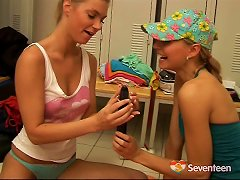 Free Porn Lewd Lesbian Jams Her Girlfriend's Pink Slit With A Massive Dildo