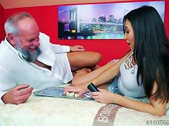 Free Porn Slutty Young Chick Frida Sante Is Having Dirty Sex With Old Fart