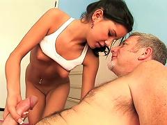 Free Porn Young Whore Fucks  Coach.