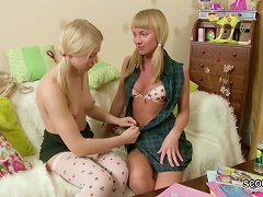 Free Porn Stepsister Show Her Step-sister How To Fuck With Strap-on