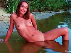 Free Porn Lean Teen Walks The Beach And Takes A Dip