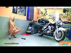 Free Porn Teen Biker Babe Gets Uncovered
