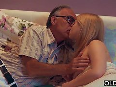 Free Porn 18 Yo Girl Kissing And Fucks Her Step Dad In His Bedroom