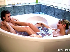 Free Porn Horny Teen Fucks Her College Boyfriend In The Tub