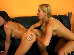 Free Porn Slippery Teen Cunt Opens For A Fantastic Lesbian Fisting