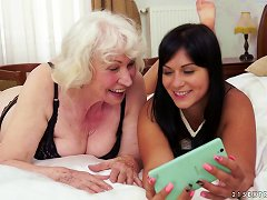 Free Porn Granny Gives A Lusty Cunt Licking To A Teen Chick