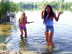 Free Porn Wet Chicks Splashing In The Lake And Eating Pussy On The Shore